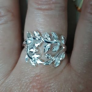 Jewelry - 925 silver middle finger ring 7.5 to 8 leaf bunch
